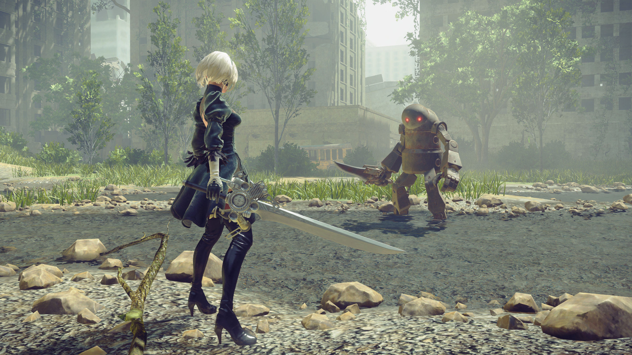 2B faces off against a machine in the City Ruins in NieR: Automata.