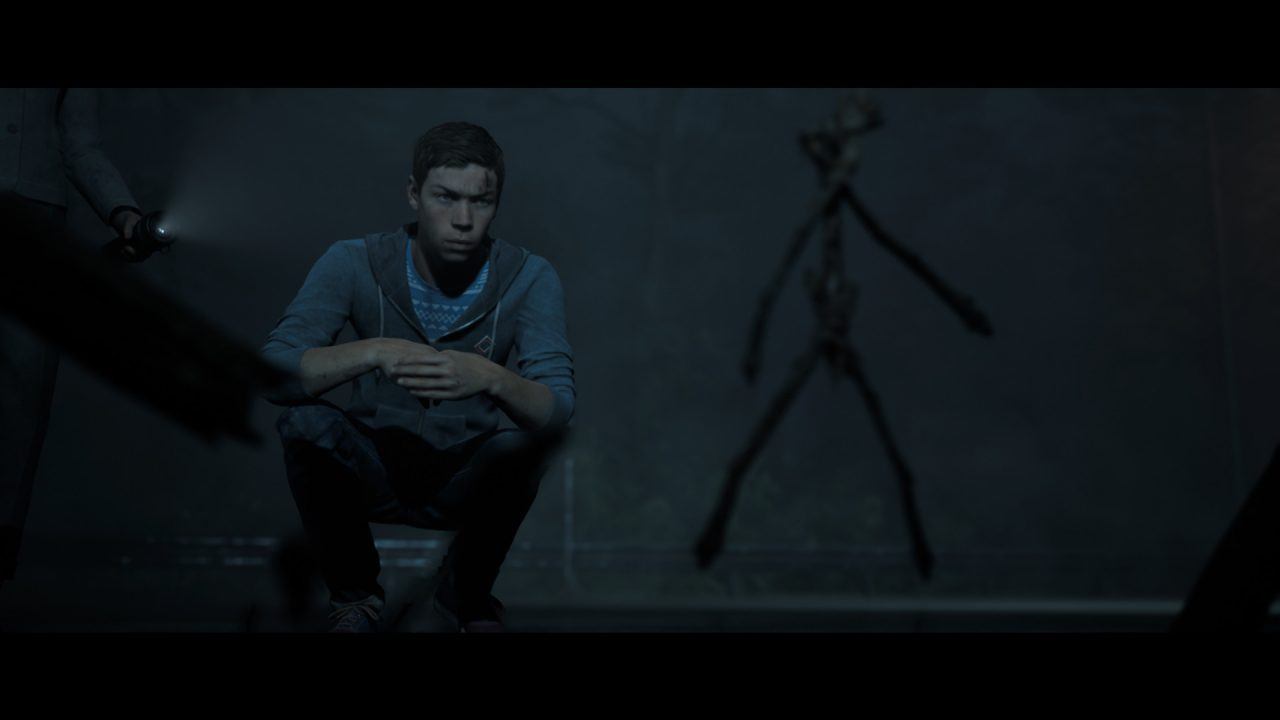 The Dark Pictures Anthology Little Hope Screenshot: College student in dimly lit corridor looks at statue.
