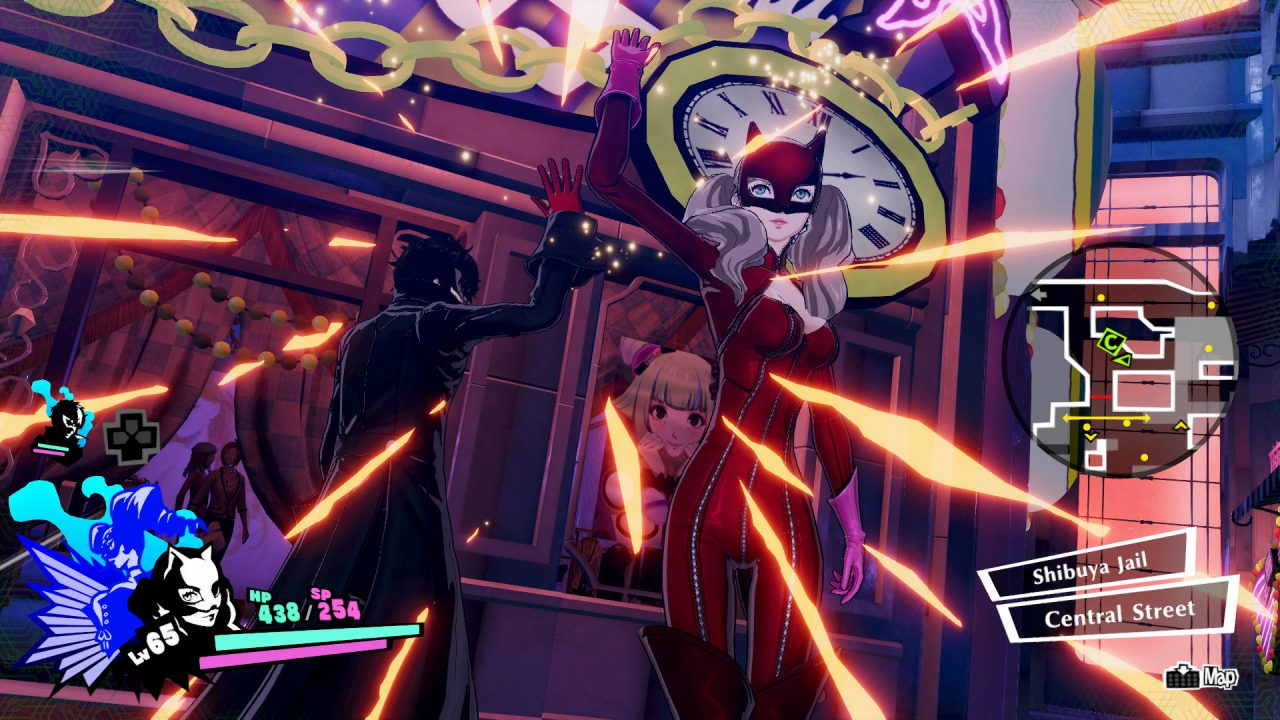 Persona 5 Strikers Screenshot of Panther and Joker high-fiving during battle.