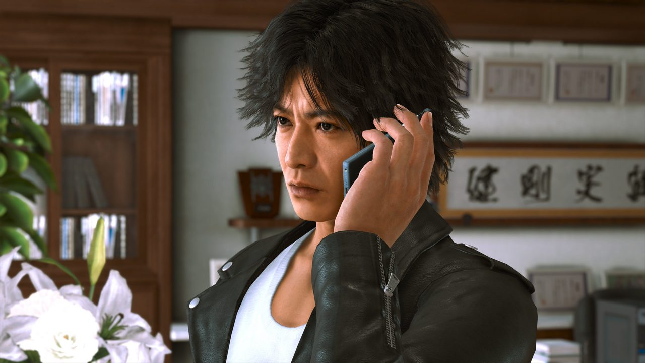 The protagonist of Lost Judgment speaks with an unkown person on the phone.