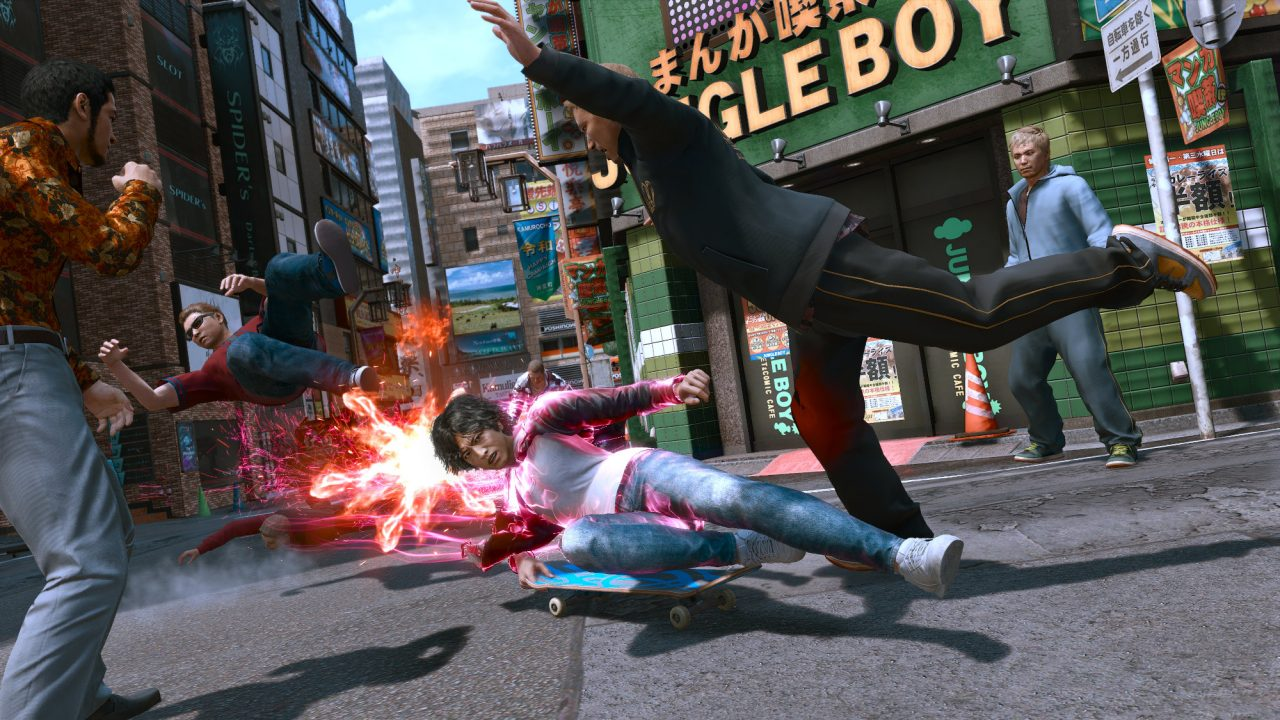 Lost Judgment screenshot of Yagami tripping up an enemy by sliding into them with his skateboard.